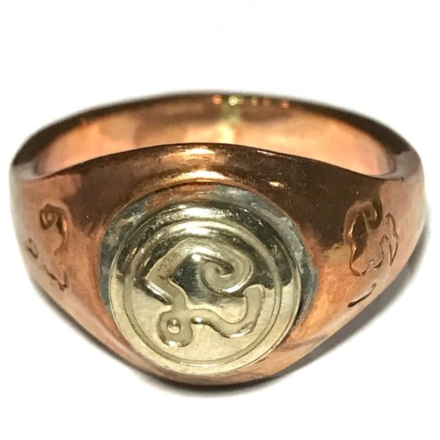 Hwaen Hua Na Bad Dtalord  Nuea Tong Daeng Magic Ring With Sacred Na Yantra Spell Luang Por Phaew 03654