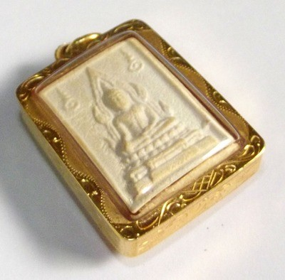 Somdej Pra Kam Khaw Maha Lap - Nuea Pong Puttakun - Solid Gold Waterproof Casing - Luang Por Ruesi Ling Dam - Wat Ta Sung 2533 BE
