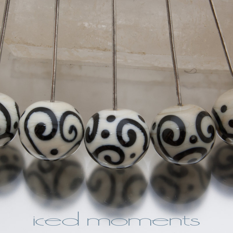 Helix rounds in ivory and black