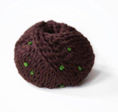 pompom коричневый с зеленым 08
