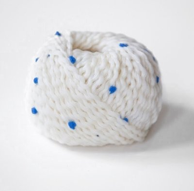 pompom белый с голубым 09