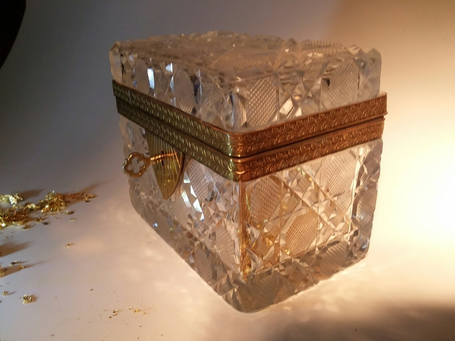 Cut crystal box French