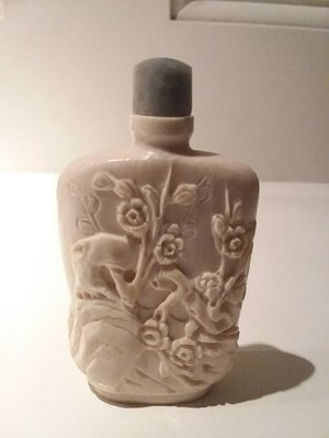 Snuff bottle Ivory carved