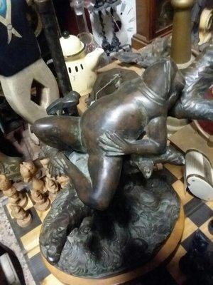 Bronze frog lamp