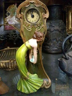 Art Nuevo Clock