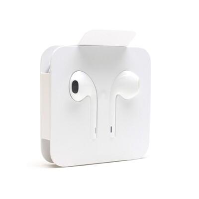 EarPods с разъёмом Lightning (производитель Apple)