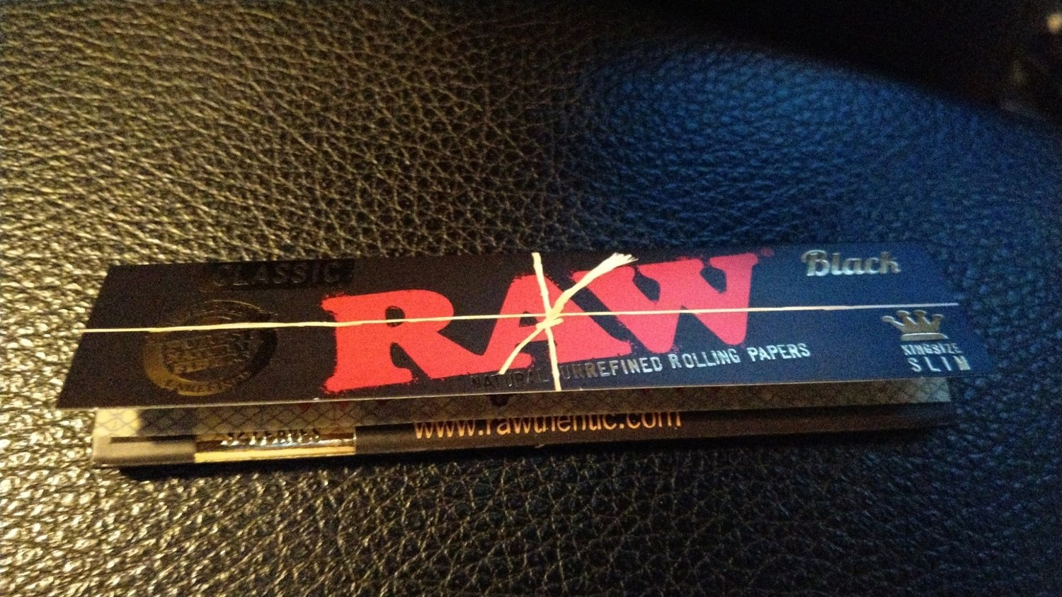 RAW Tobacco Rolling Papers - BLACK *NEW
