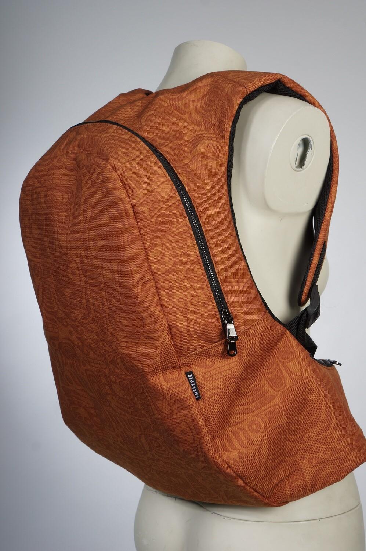 Анатомический рюкзак рыжий с узорами