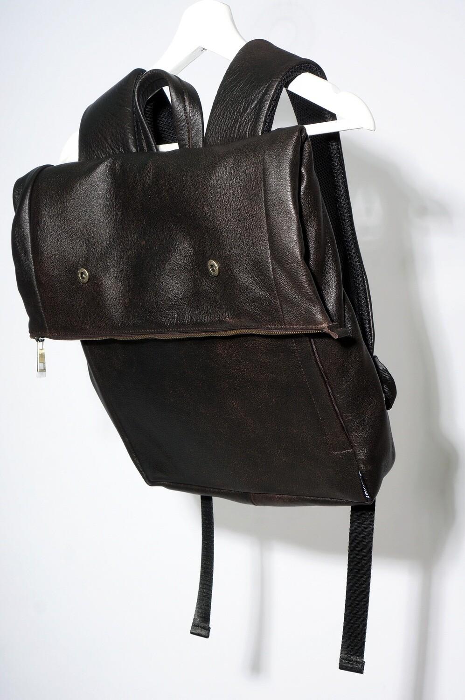 Рюкзак-скрутка коричневый кожаный