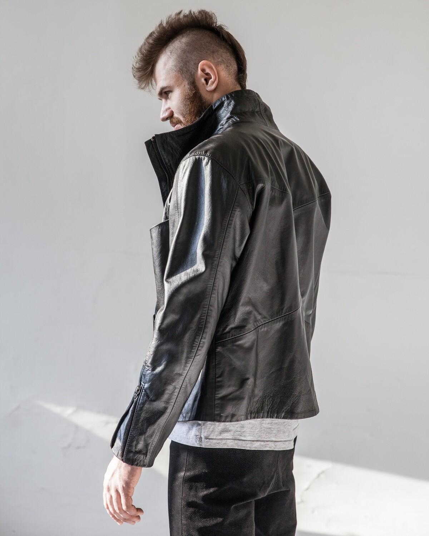 Черная кожаная куртка мужская