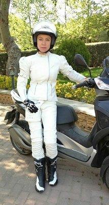 Мотокостюм кожаный белый на заказ