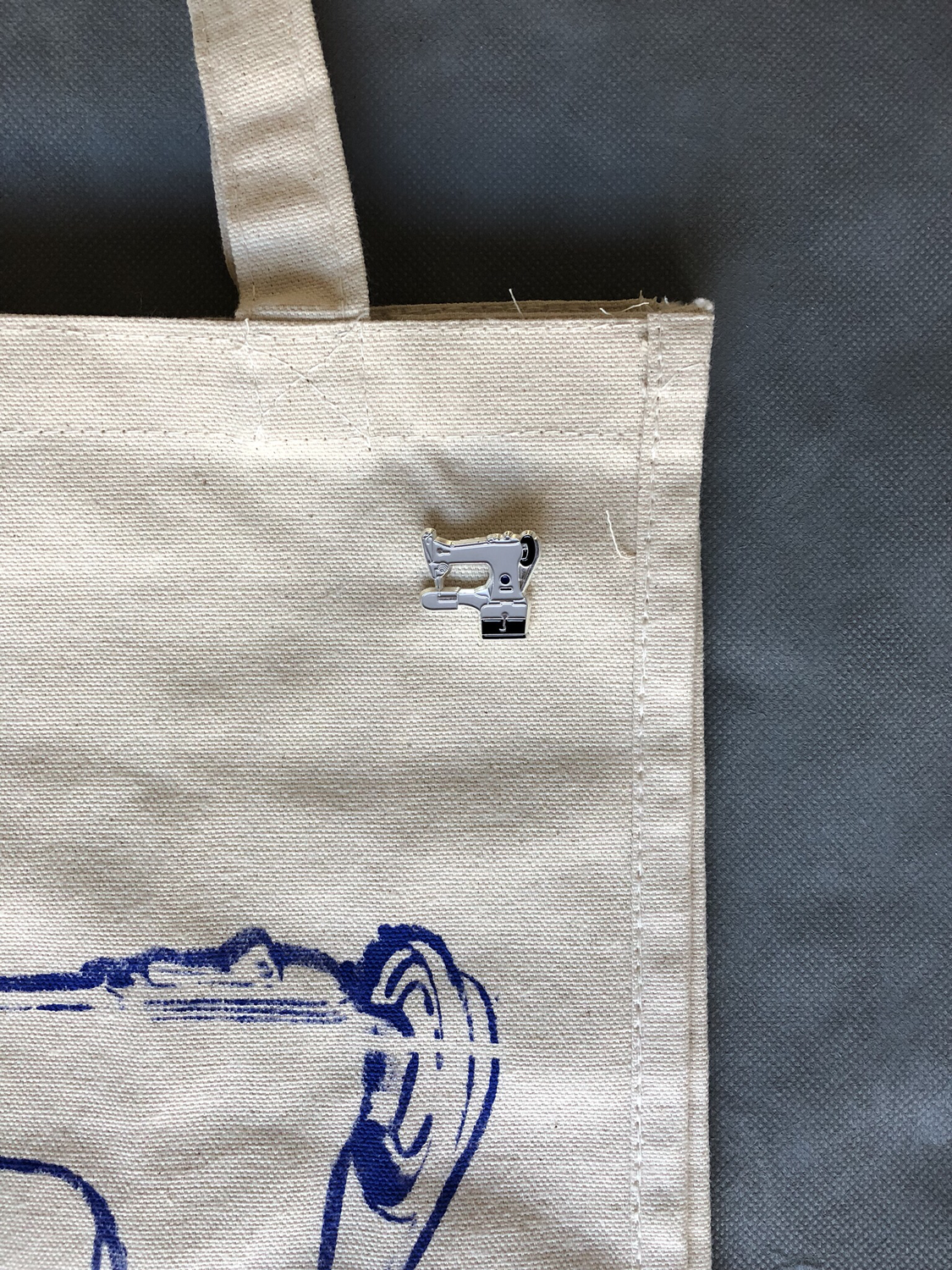 Package deal: Pin + Tote + Discount code 10%