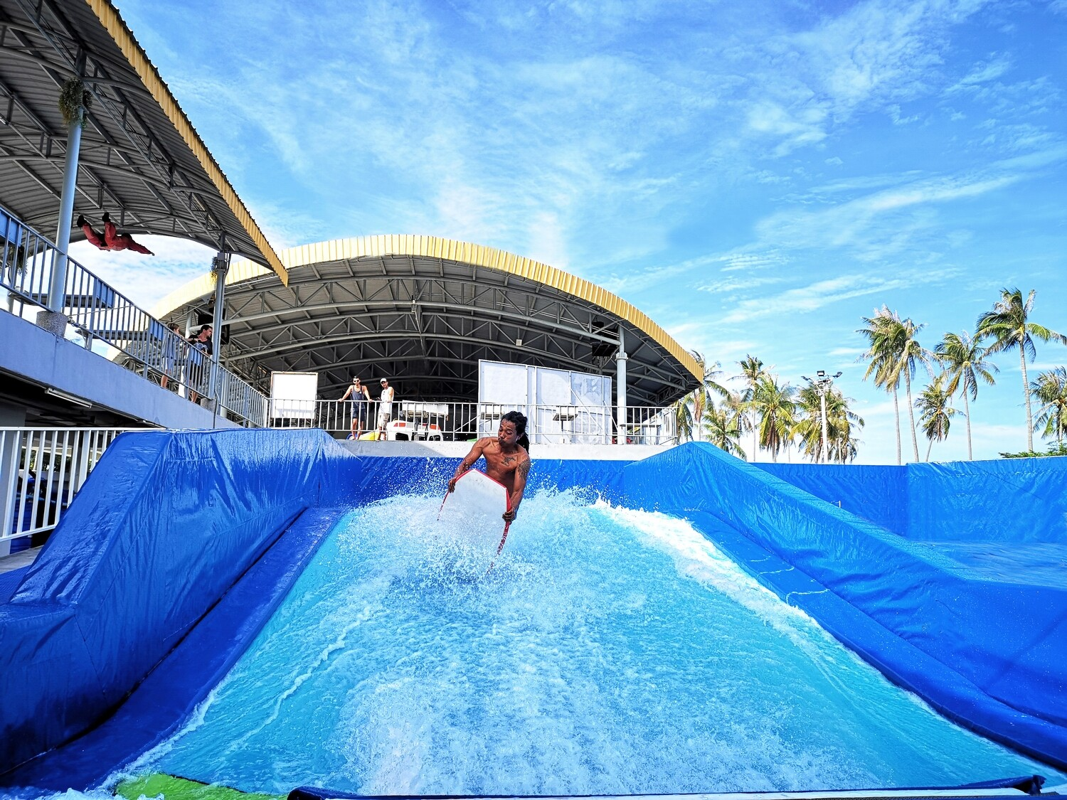 FlowRiding - 12 Waves + FREE T-Shirt (12 Hours for 1 Rider)