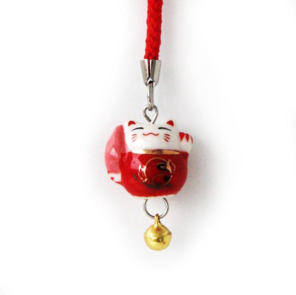 Манеки-неко подвеска с факелом красная