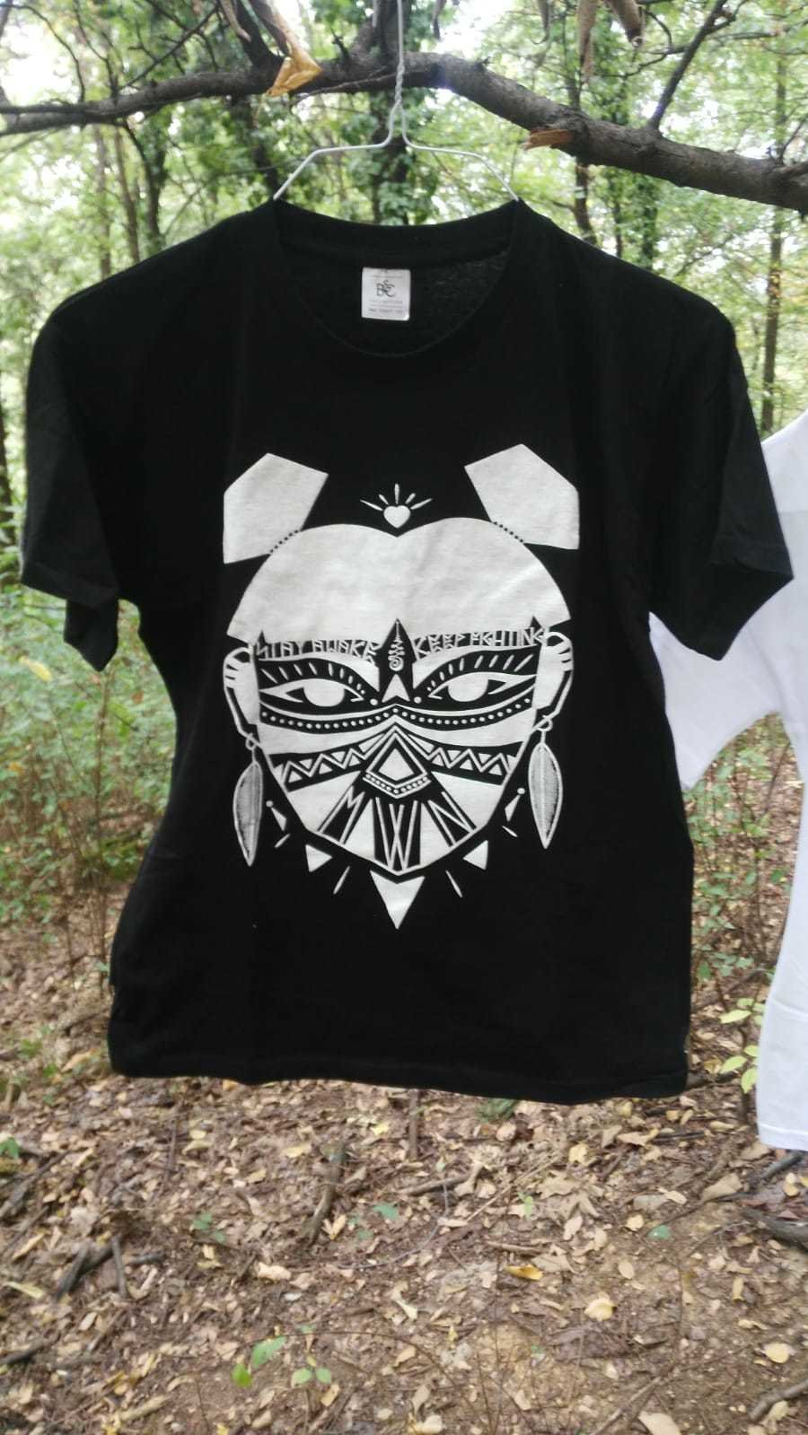 MOWAN - Stay Awake - Tribal Woman Libereria T-shirt Black 00000
