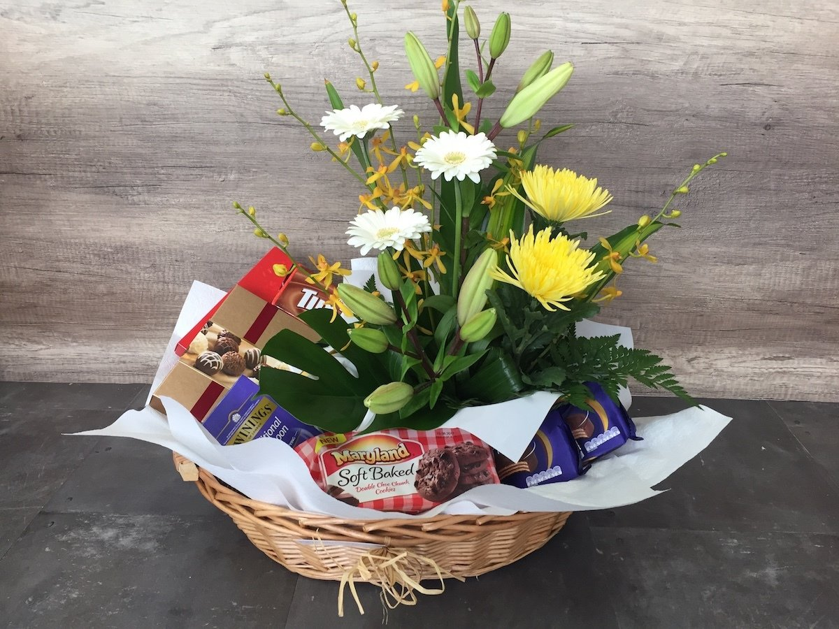 Gourmet Hamper with Flowers 00019