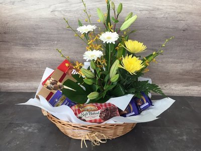 Gourmet Hamper with Flowers