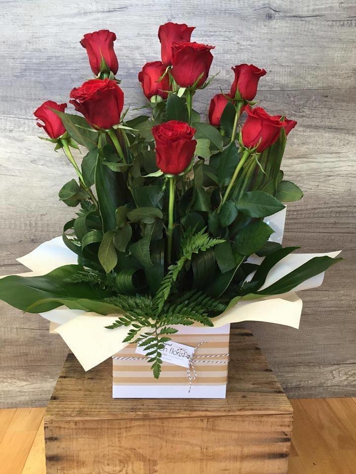 Box Arrangement Of Roses 00039