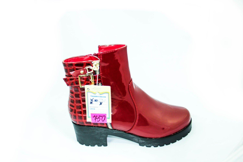 красные лаковые ботинки для девушки