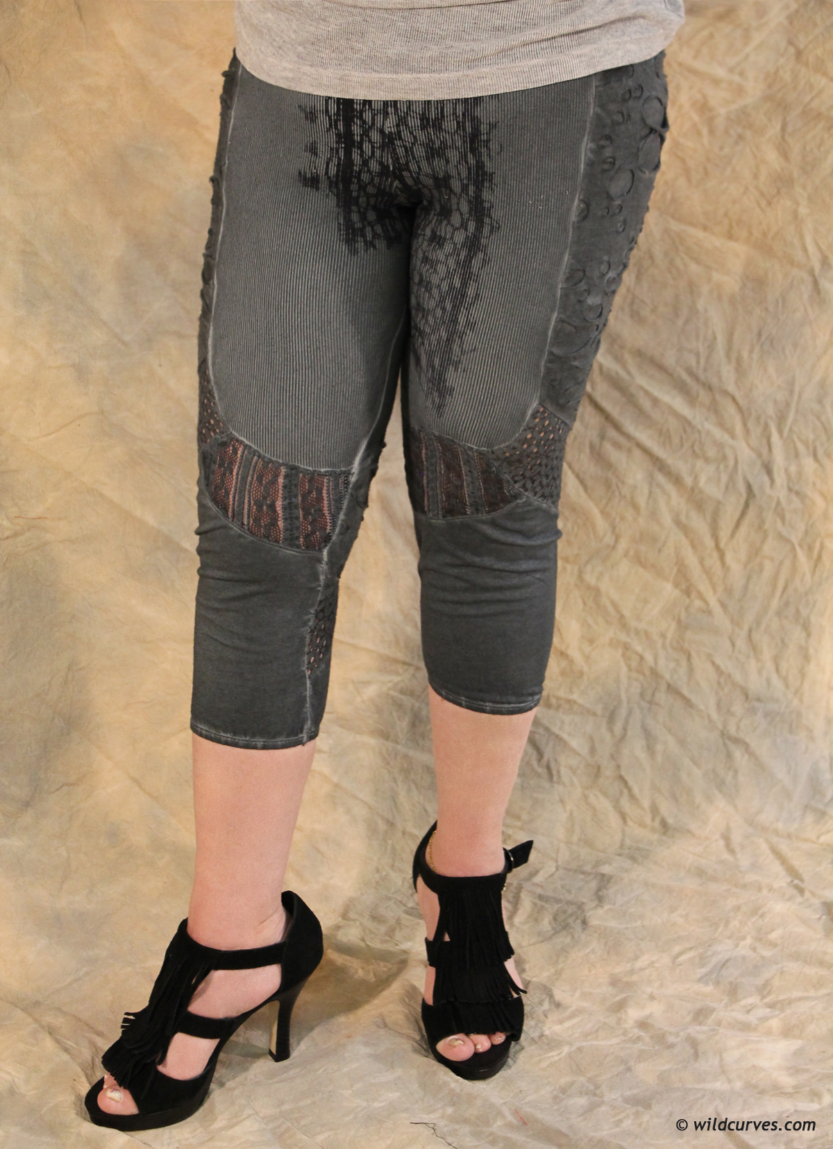 Angels Never Die Cropped Leggings AND_8730