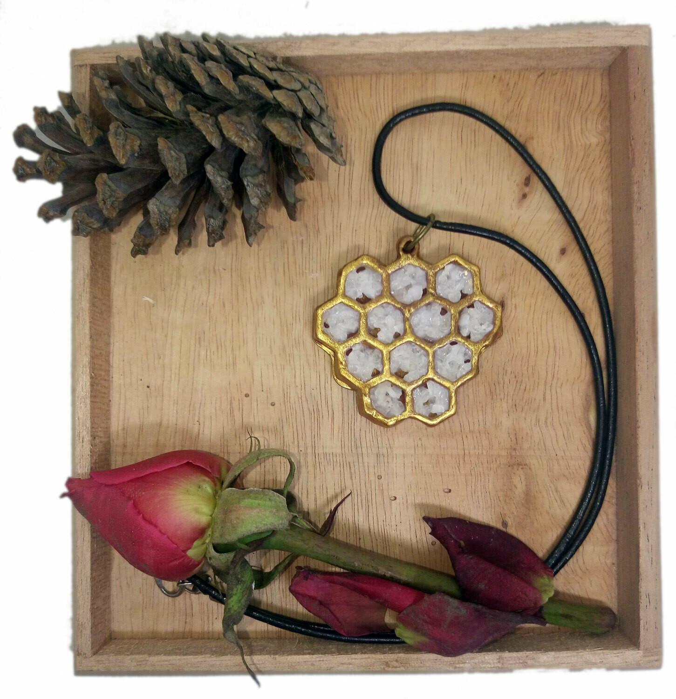Quartz Honeycomb Necklace / Collar de Panal de Cuarzo