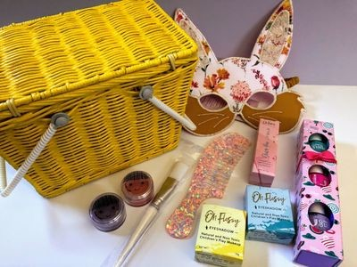 Play Makeup Gift Basket - Piki Yellow