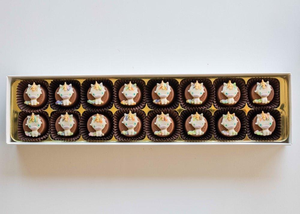 16 Unicorns filled with original almond marzipan.