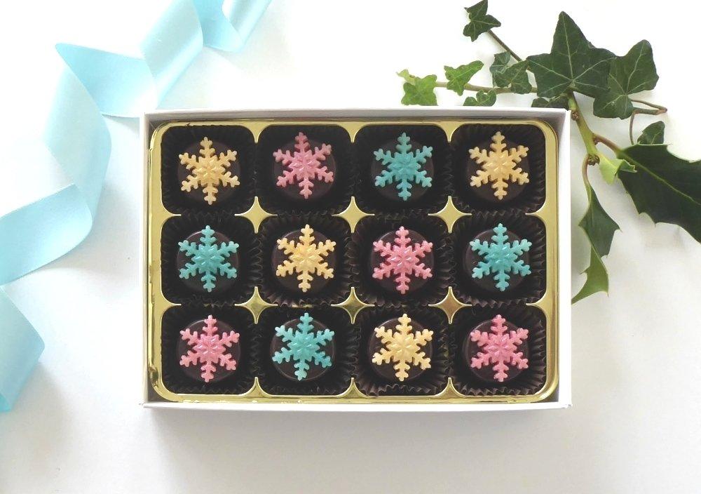12 pretty snowflakes