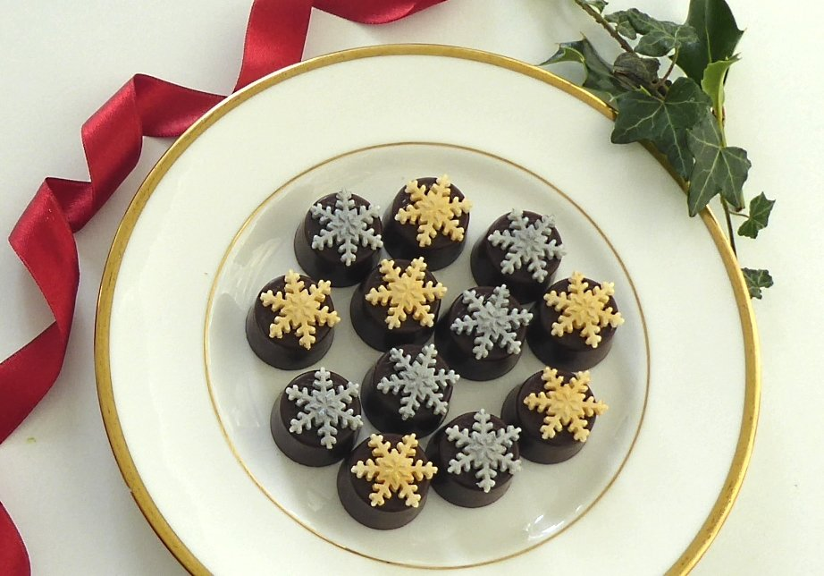 Pretty gold and silver snowflakes .