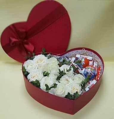 Сердечко с розами и сладостями