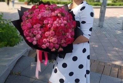 49 пионовидных роз