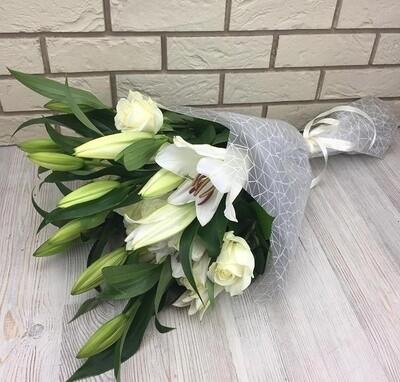 Лилии с розой