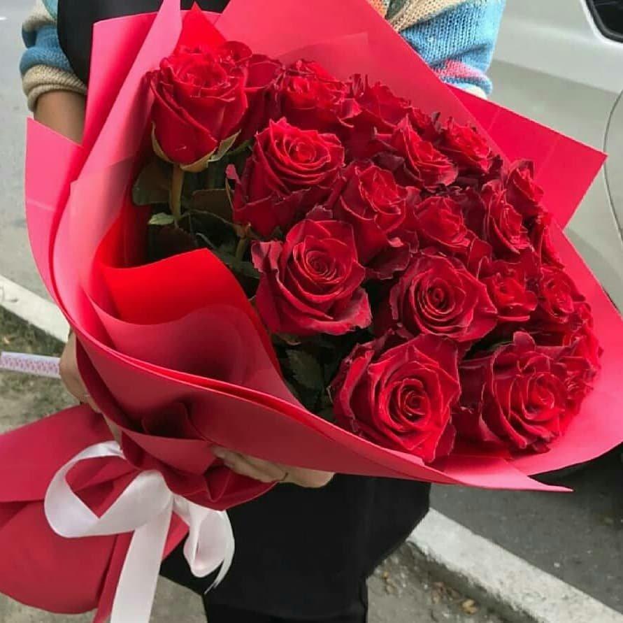 25 роз в оригинальной упаковке