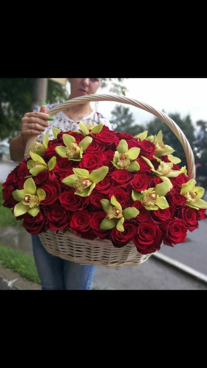 Корзина из 101 розы с орхидеей