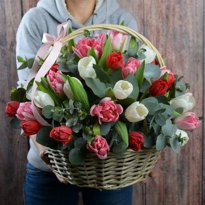 Корзина тюльпанов микс