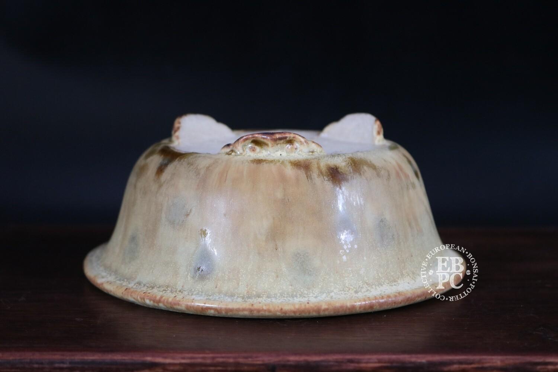 Ian Baillie - 15cm; Glazed; Round; Superb glaze; Beige; Toffee; Delicate feet;