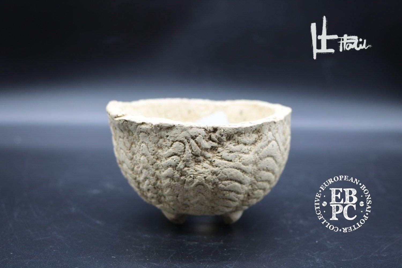 Holvila - 9.5cm 'Dragon teeth'; unglazed; shohin; white clay; Thor Holvila