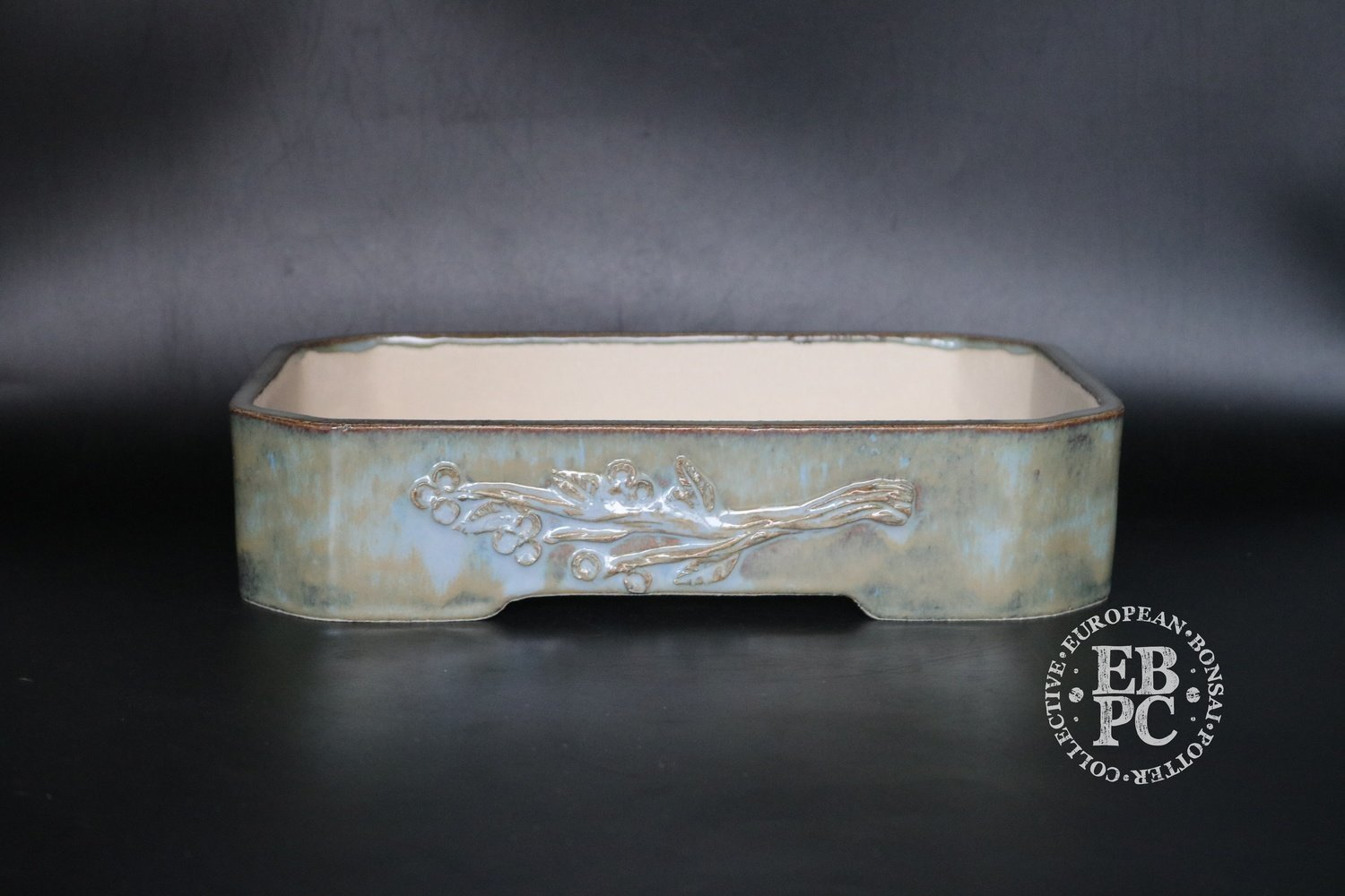 M.B. Bonsaischalen - 27.4cm; Carved branch motif; Stunning glaze; Rectangle; Blue; ;Green, Whites; Marc Berenbrinker