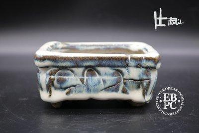 Holvila - 9.8cm; glazed; rectangle; shohin; carved; blue; white; brown