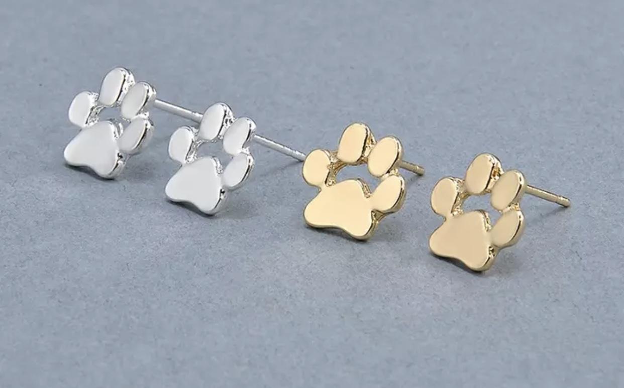 Paw Print Earrings 00001