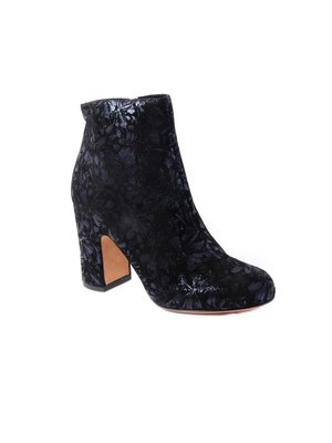 Chie Mihara Elegant Ankle boot in Flower Designed Leather