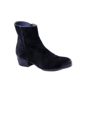 Ankle boot in  hand-died and washed Suede Navy
