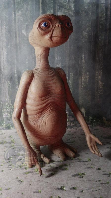 "E.T. the Extra Terrestrial - 12"" Stunt Puppet Prop Replica"