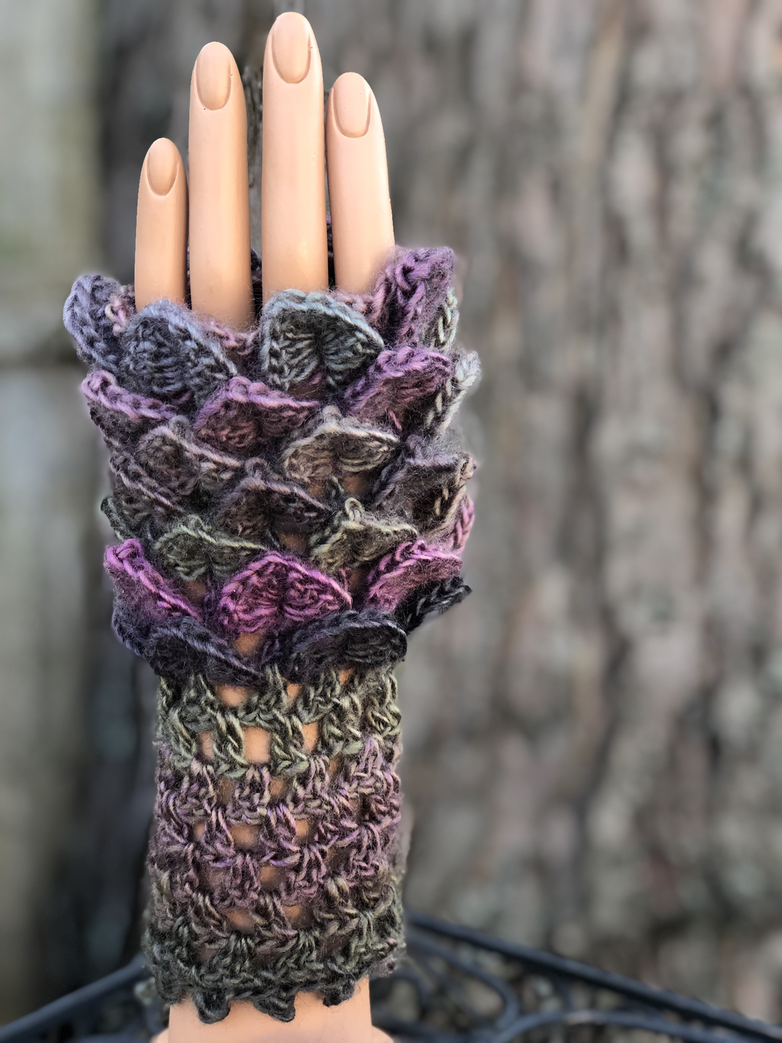 Crocodile Stitch Texting Gloves