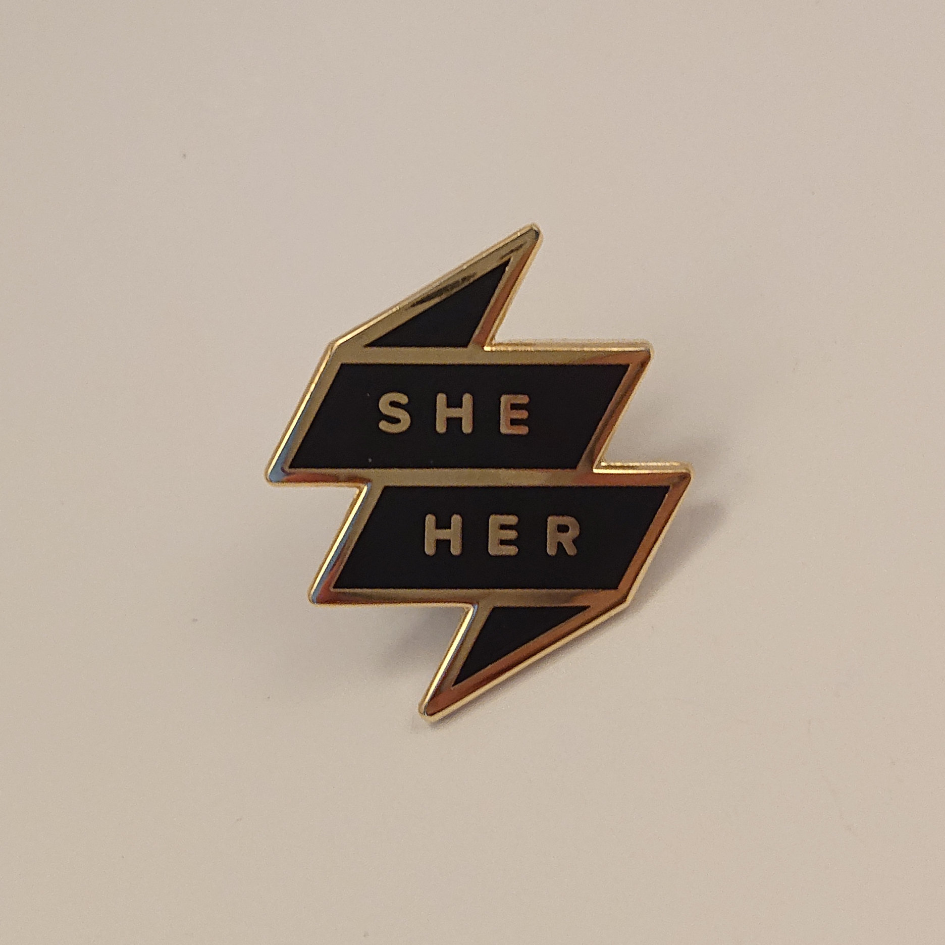 Pronoun Badge - She/Her Black 00013