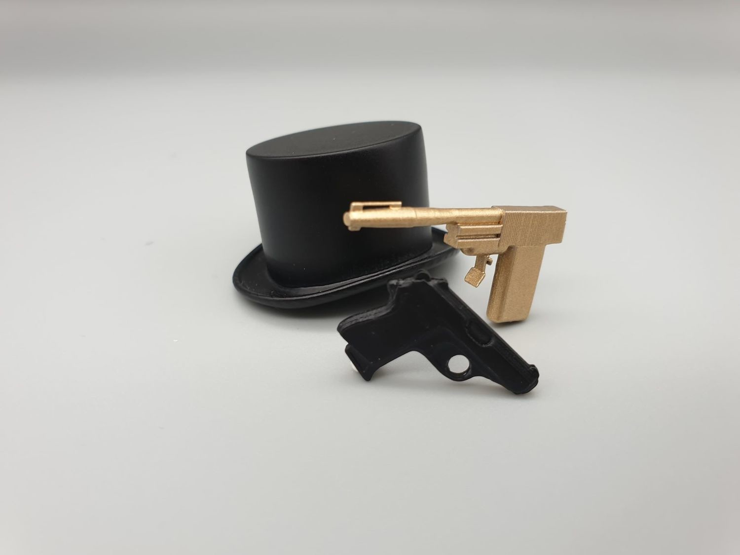 James Bond Miniature Set Special Edition props 1:8