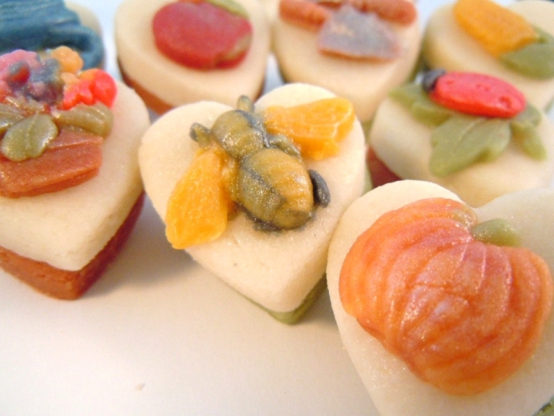 Delightful details add colour to these hearts