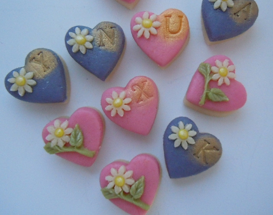 Delightful daisies on marzipan hearts.