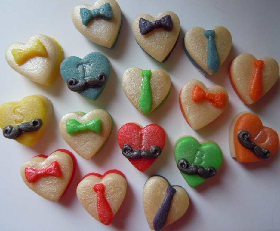 Jolly bright marzipan hearts makes a cheerful gift.
