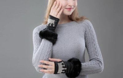 Crown Fingerless Gloves with fur.
